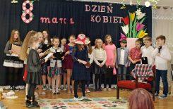 Więcej o: Dzień Kobiet w Gniewoszowie